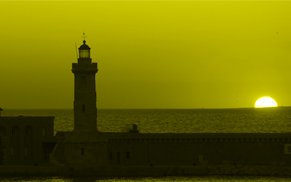 Levé de soleil au bord d'un phare odis-c